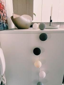 Ghirlanda dai toni neutri in cucina @pilloledidesign